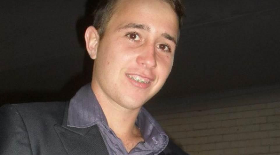 Corpo de jovem morto após ser atingido por raio é sepultado
